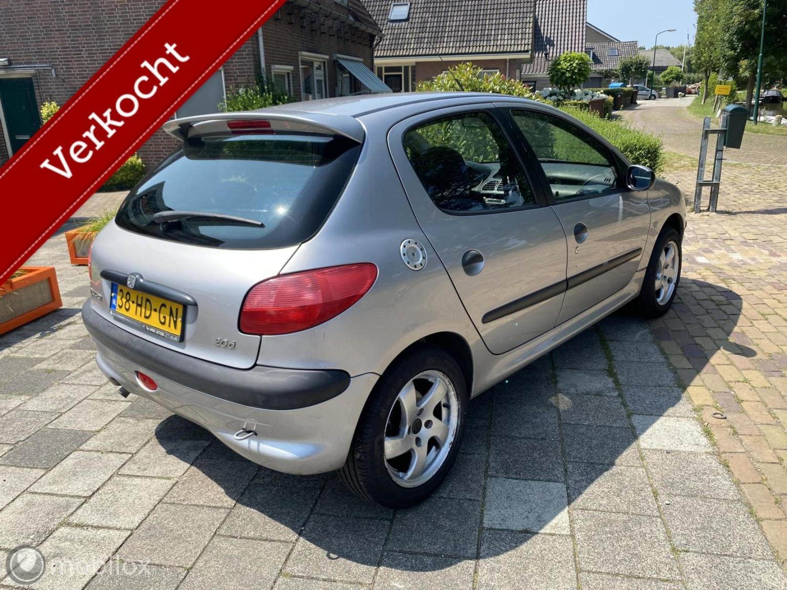 Peugeot-206-2